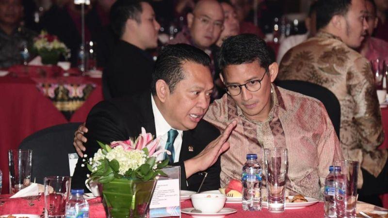 https: img.okezone.com content 2020 01 19 326 2154978 bamsoet-dan-sandiaga-uno-dilantik-jadi-dewan-pembina-e-sport-indonesia-fu3eNPUyOQ.jpg