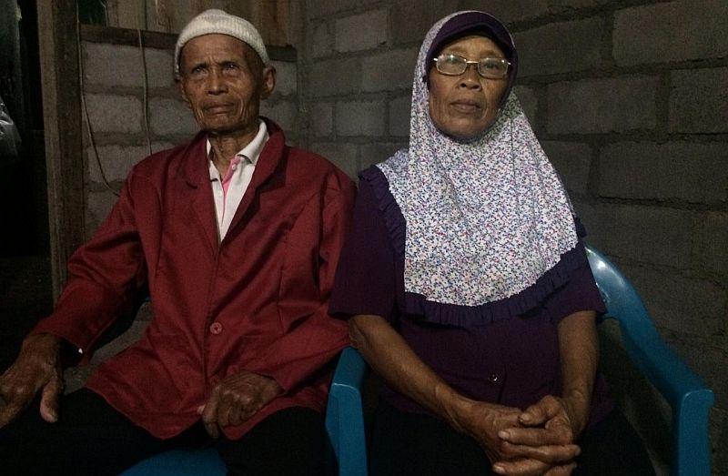 https: img.okezone.com content 2020 01 19 510 2155062 cerita-cinta-kakek-nenek-menikah-di-usia-senja-cg9KI4pGHo.jpg