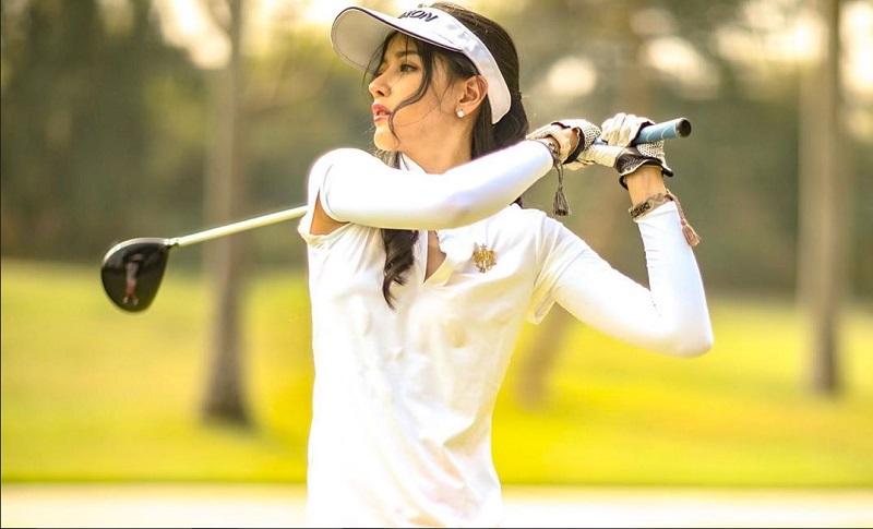 https: img.okezone.com content 2020 01 20 194 2155741 hobi-main-golf-intip-5-penampilannya-bergaya-sporty-JnKz3dODke.jpg