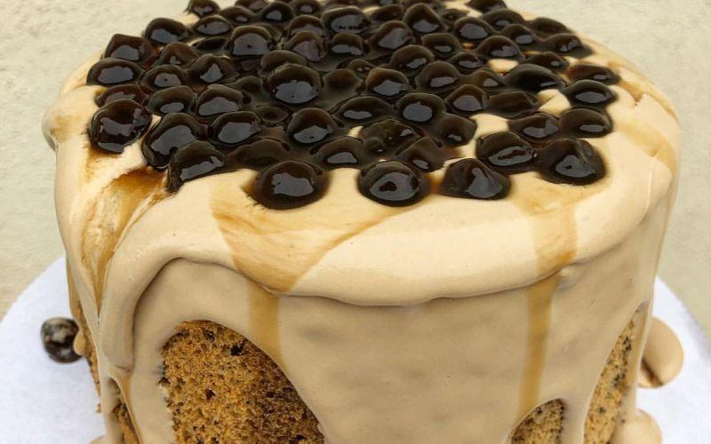 https: img.okezone.com content 2020 01 21 298 2156322 yuk-bikin-dessert-kekinian-golden-boba-milk-tea-cake-DSwZhFZwID.jpg