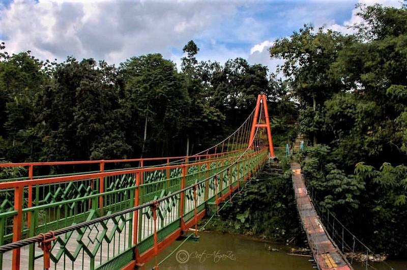 https: img.okezone.com content 2020 01 21 406 2155956 3-spot-jembatan-gantung-instagramable-di-jakarta-gIMmVBJKKb.jpg