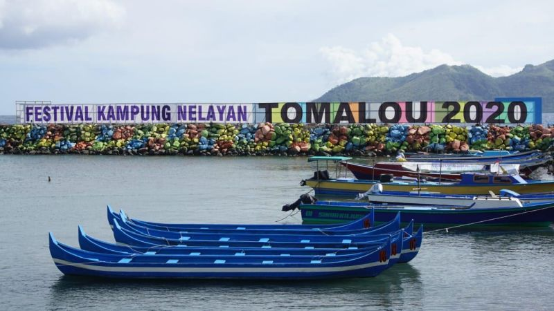 https: img.okezone.com content 2020 01 21 406 2156283 melihat-potensi-wisata-maritim-maluku-utara-lewat-festival-kampung-nelayan-tomalou-nLzvzBrtyc.JPG