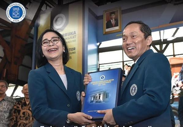 https: img.okezone.com content 2020 01 21 65 2155864 sah-reini-wirahadikusumah-jadi-rektor-perempuan-itb-JqPpW8mlMp.png