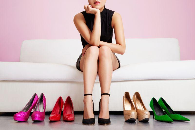 https: img.okezone.com content 2020 01 23 194 2156982 evolusi-sepatu-hak-tinggi-dari-abad-ke-15-hingga-1940-hPjaFi9Oxe.jpg