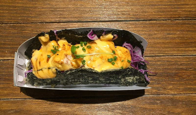 https: img.okezone.com content 2020 01 23 298 2156980 ini-dia-3-kelebihan-taco-sushi-untuk-kamu-pencinta-kuliner-xS3ZfjDeGP.jpeg