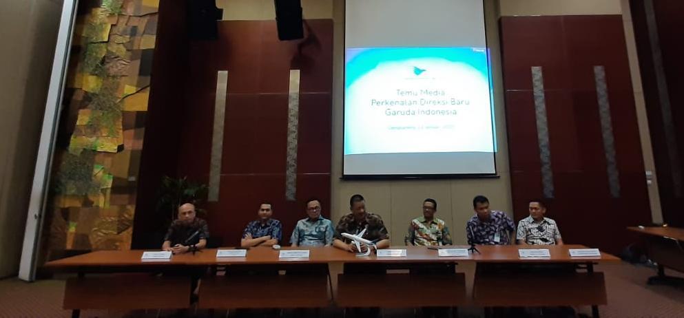https: img.okezone.com content 2020 01 23 320 2157396 irfan-setiaputra-bakal-kaji-ulang-anak-dan-cucu-usaha-garuda-indonesia-Sw1sQNHROT.jpeg