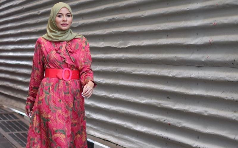 https: img.okezone.com content 2020 01 24 617 2157947 3-gaya-hijab-pink-ala-meisya-siregar-yang-bikin-kamu-makin-cantik-6x6umT8LhA.jpg