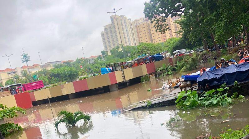 https: img.okezone.com content 2020 01 26 338 2158470 ppk-kita-harus-saling-bantu-atasi-banjir-underpass-kemayoran-KVzuHeSEWn.jpg