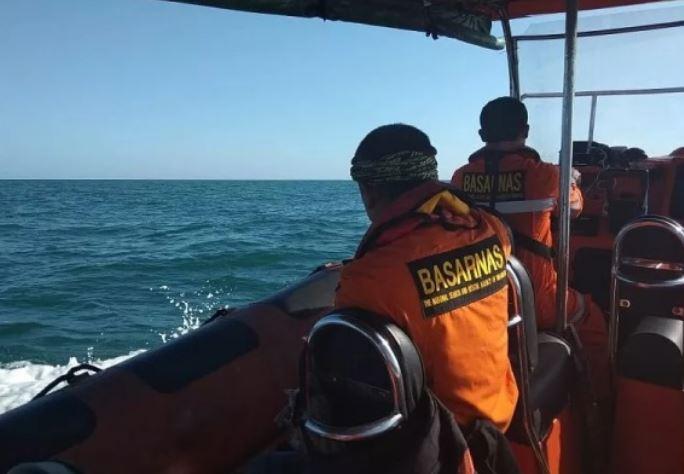https: img.okezone.com content 2020 01 26 340 2158636 kapal-tki-ilegal-tenggelam-satu-keluarga-ditemukan-selamat-mTVwIg04fX.JPG