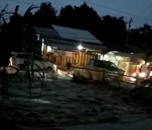 https: img.okezone.com content 2020 01 26 512 2158356 hujan-deras-8-kecamatan-di-tegal-terendam-banjir-BdxrMq3pMh.JPG