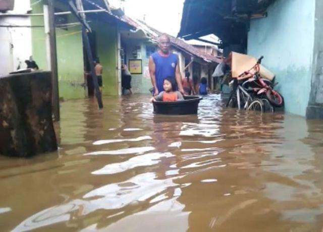 https: img.okezone.com content 2020 01 26 512 2158499 pekalongan-dilanda-banjir-warga-terdampak-butuh-bantuan-flVFqoct4p.jpg