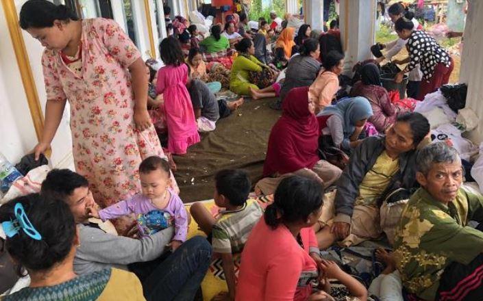 https: img.okezone.com content 2020 01 26 512 2158580 2-kelurahan-di-tegal-terendam-banjir-ratusan-warga-mengungsi-w0quqeeXZp.JPG