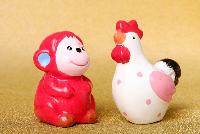 Ayam adalah simbol keyakinan dan kesiap-siagaan namun hatinya konservatif dan kuno.