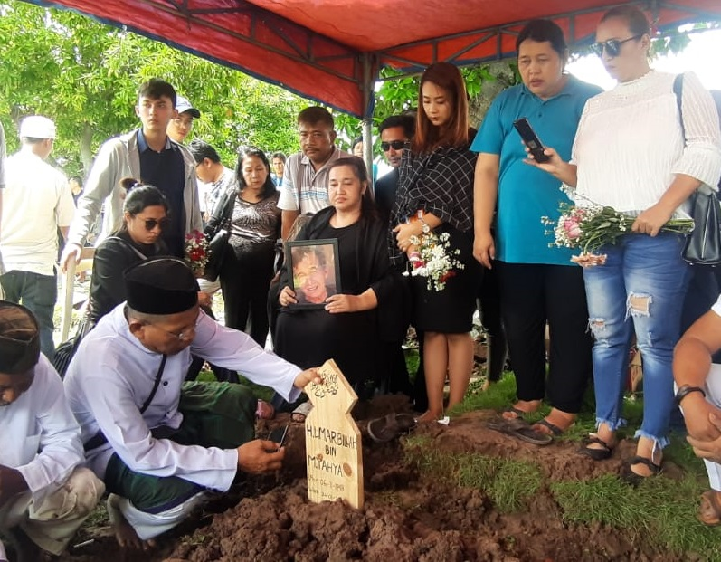 https: img.okezone.com content 2020 01 27 33 2159019 johny-indo-tak-pernah-tahu-putrinya-terlibat-kasus-investasi-bodong-memiles-Lr0EazKgXa.jpg