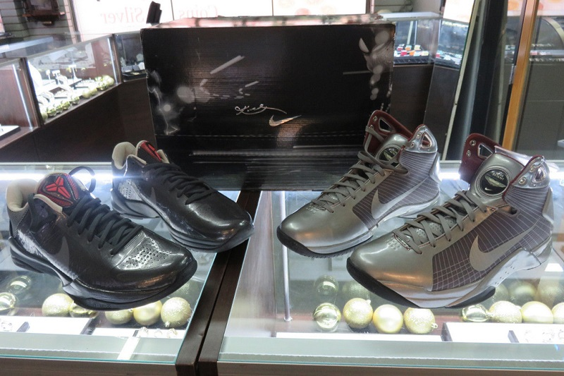 https: img.okezone.com content 2020 01 28 194 2159733 5-sneakers-kobe-bryant-paling-langka-sepanjang-masa-iVeZevQXNy.jpg