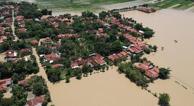 https: img.okezone.com content 2020 01 28 512 2159454 banjir-masih-melanda-pekalongan-warga-lebih-parah-dari-tahun-lalu-MYyKxGHYuA.jpg