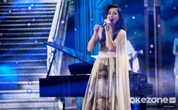 https: img.okezone.com content 2020 01 28 598 2159240 aksi-panggung-tuai-kritik-mirabeth-kandas-di-top-6-indonesian-idol-nWB2QcdVjp.jpg