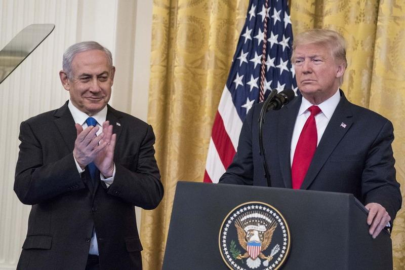 https: img.okezone.com content 2020 01 29 18 2159859 luncurkan-rencana-perdamaian-timteng-trump-janjikan-yerusalem-jadi-ibu-kota-israel-1ENrCcPXHv.jpg