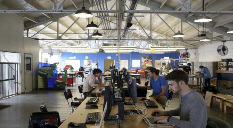 https: img.okezone.com content 2020 01 29 320 2159900 57-5-tenaga-kerja-miliki-pendidikan-rendah-jadi-alasan-kartu-prakerja-diluncurkan-7siVyl2cm8.jpg