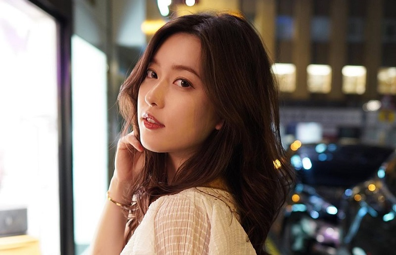 Hindari Virus Korona, Model Cantik Asal Hong Kong Ini 'Sembunyi' di  Pedesaan : Okezone Celebrity