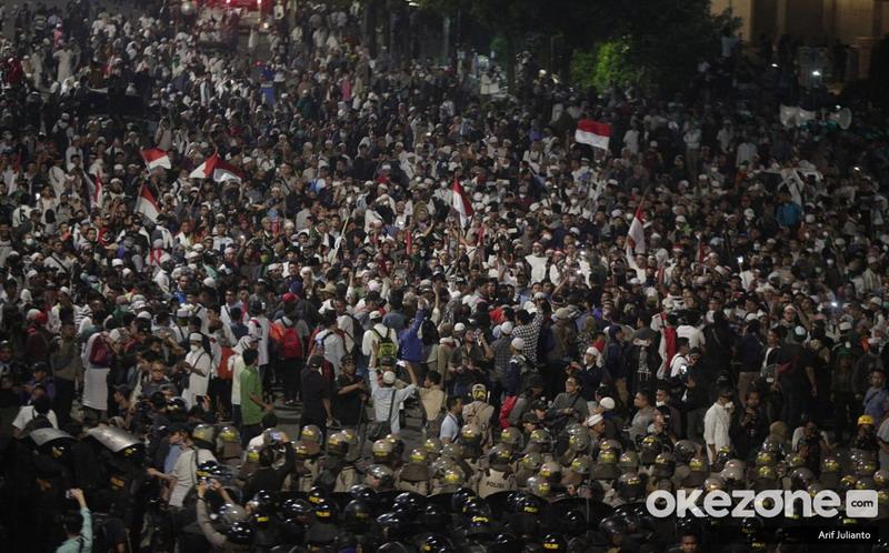 https: img.okezone.com content 2020 01 29 338 2159966 luthfi-demonstran-pembawa-bendera-merah-putih-siap-hadapi-tuntutan-jaksa-x9E06iFa91.jpg