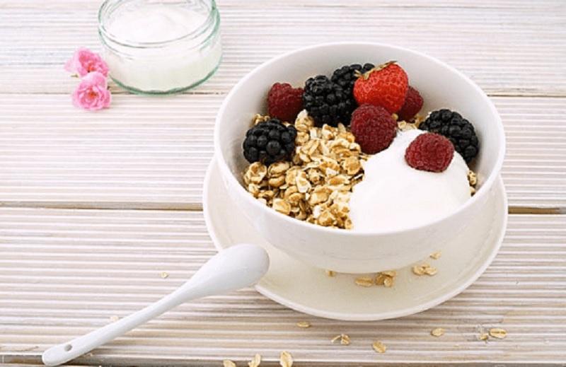 https: img.okezone.com content 2020 01 29 481 2160175 ngemil-3-makanan-ini-sebelum-tidur-bantu-menurunkan-berat-badan-I4zyUUZNC4.jpg