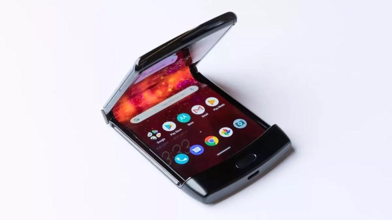 https: img.okezone.com content 2020 01 29 57 2160216 motorola-tunda-pengiriman-ponsel-lipat-razr-PZzcLzQf2P.jpg