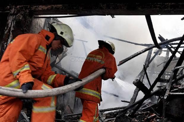 https: img.okezone.com content 2020 01 29 608 2159917 seorang-pria-ditemukan-tewas-terbakar-di-dalam-rumah-usai-cekcok-dengan-istri-IF6FRHJZsr.jpg