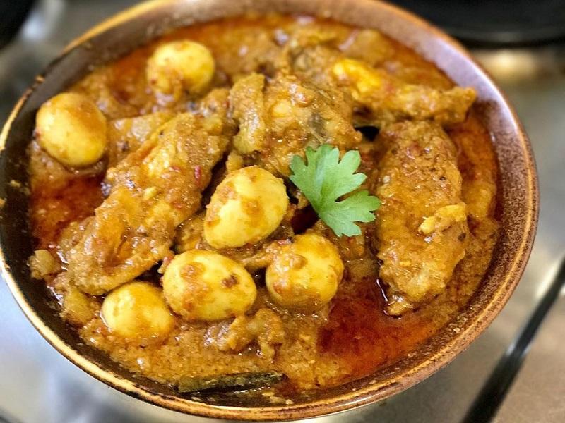 https: img.okezone.com content 2020 01 30 298 2160760 resep-makan-malam-gulai-ayam-dengan-cita-rasa-rempah-gurih-dan-nikmat-0Lt2OBZoQS.jpg