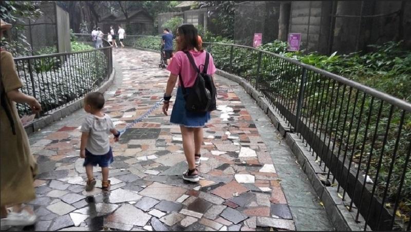 https: img.okezone.com content 2020 01 30 612 2160744 anak-dipakaikan-tali-rantai-dan-perilaku-unik-lain-orang-di-china-yang-bikin-tercengang-f2mq6RDiOy.jpg