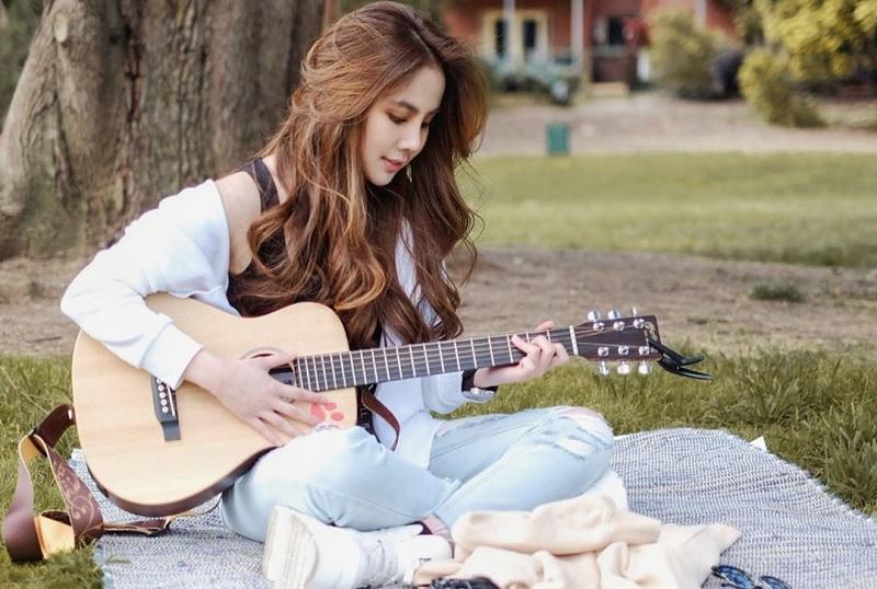 https: img.okezone.com content 2020 01 31 205 2161380 transformasi-dari-penyanyi-cilik-ke-remaja-agatha-chelsea-rilis-lagu-cinta-JsofQBfVad.jpg