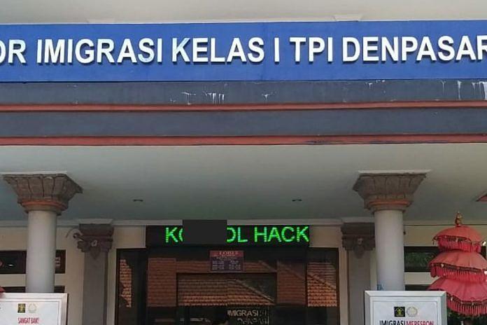 https: img.okezone.com content 2020 01 31 244 2161394 kantor-imigrasi-denpasar-kena-hack-muncul-kata-kata-tak-senonoh-di-running-text-sfNgkKffTh.jpg
