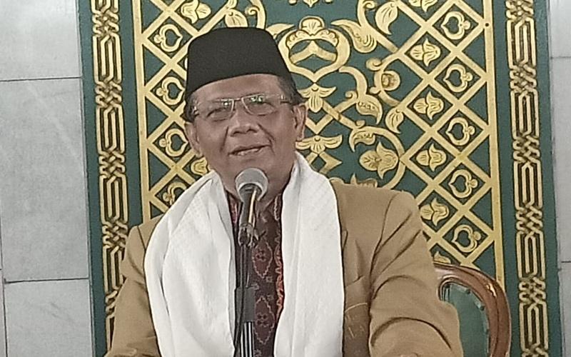 https: img.okezone.com content 2020 01 31 330 2161253 khotbah-jumat-di-masjid-al-akbar-ini-pesan-mahfud-md-Qkrwvg4vAU.jpg