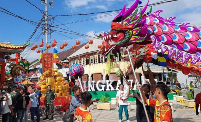 https: img.okezone.com content 2020 01 31 406 2161125 festival-cap-go-meh-singkawang-jokowi-bakal-ikut-merayakannya-OfQ9lc1Vq0.jpg