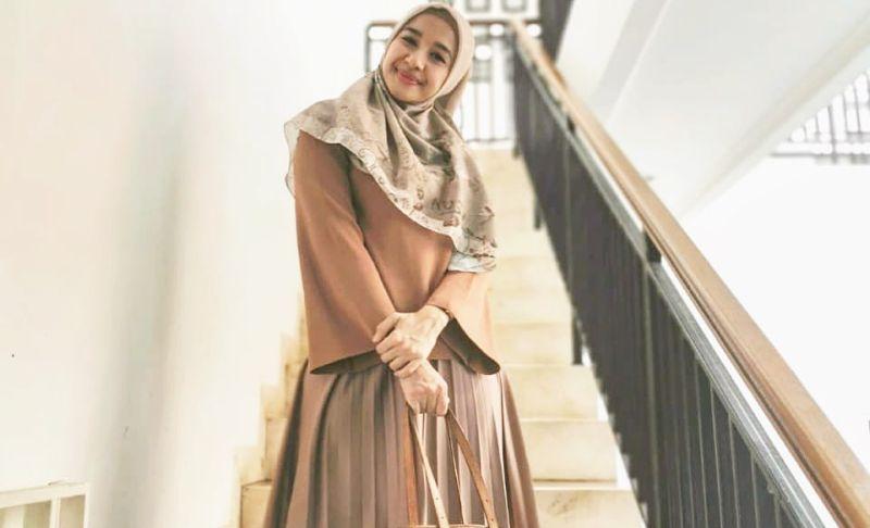 https: img.okezone.com content 2020 02 01 194 2161835 world-hijab-day-pesona-cantik-laudya-cynthia-bella-berhijab-Rp2auhSnTV.jpg