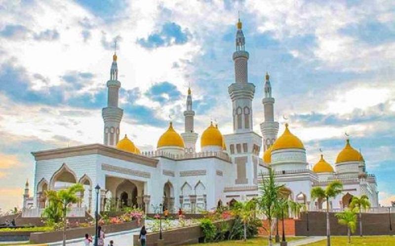 https: img.okezone.com content 2020 02 01 614 2161645 masjid-di-brunei-darussalam-dorong-masyarakat-gemar-baca-alquran-PcrCmrfEVE.jpg