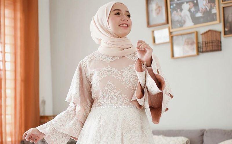https: img.okezone.com content 2020 02 01 617 2161652 mau-tampil-bak-princess-coba-gaya-hijab-ini-rNe2AAfN94.jpg