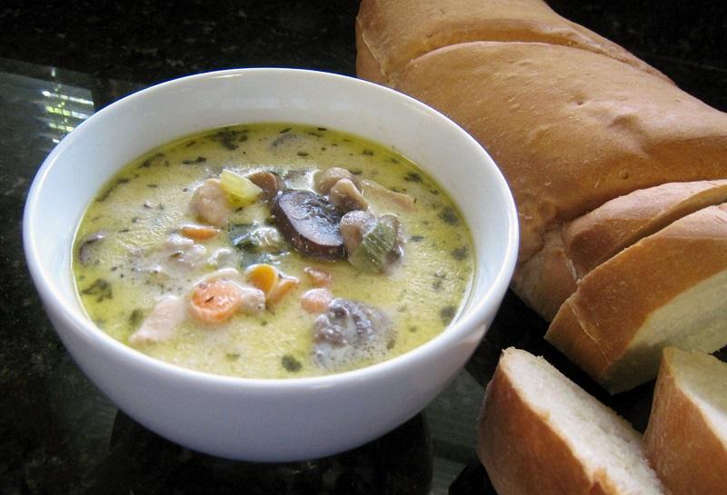 https: img.okezone.com content 2020 02 03 298 2162616 resep-makan-malam-65279-sup-krim-ayam-jamur-keju-gurih-lezat-dan-mengenyangkan-Xgh2MaN7uY.jpg