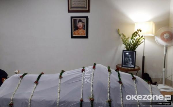 https: img.okezone.com content 2020 02 03 337 2162437 pemakaman-gus-sholah-ponpes-tebuireng-bagi-3-ring-untuk-peziarah-MOXeVRju7v.jpg