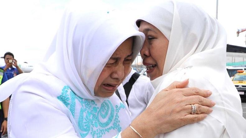 https: img.okezone.com content 2020 02 03 337 2162687 tangisan-gubernur-jatim-khofifah-pecah-saat-bacakan-wasiat-gus-sholah-jIKhiRJl4M.jpg