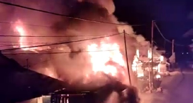 https: img.okezone.com content 2020 02 03 340 2162259 puluhan-rumah-warga-di-tolitoli-sulteng-ludes-terbakar-nCrddiyQ5i.jpg