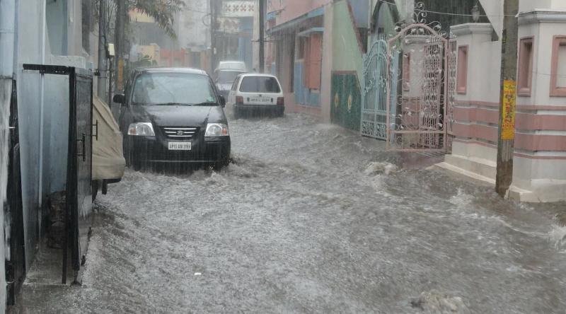 https: img.okezone.com content 2020 02 03 87 2162621 air-masuk-knalpot-saat-banjir-ini-yang-sebaiknya-dilakukan-7nX5F9uG7S.png