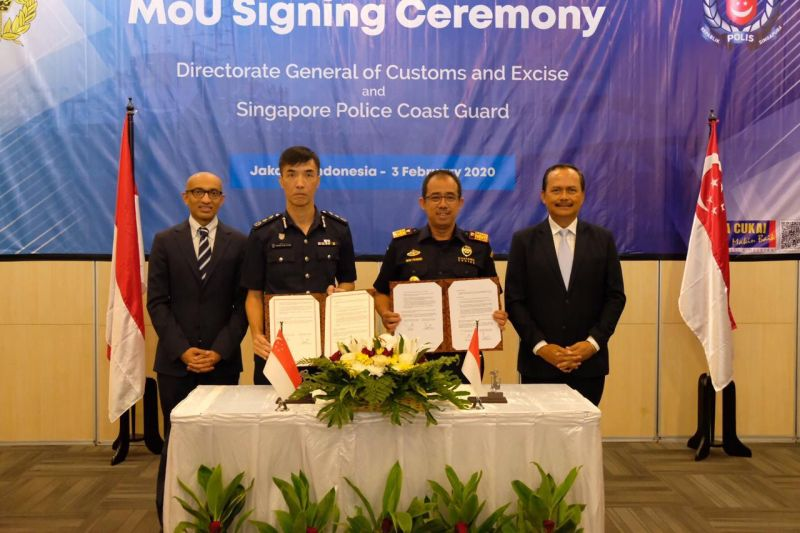 https: img.okezone.com content 2020 02 04 1 2163013 kerja-sama-pengawasan-laut-bea-cukai-teken-mou-dengan-singapore-police-coast-guard-t88f7IZSXe.jpg
