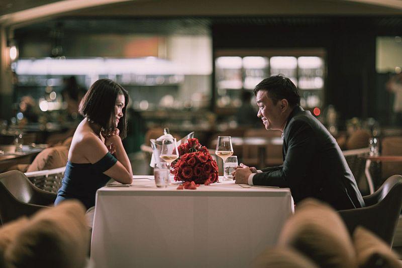 https: img.okezone.com content 2020 02 04 320 2163285 crazy-rich-asia-nyata-pasangan-ini-habiskan-rp27-miliar-untuk-kencan-romantis-st0ZsjwPth.jpg