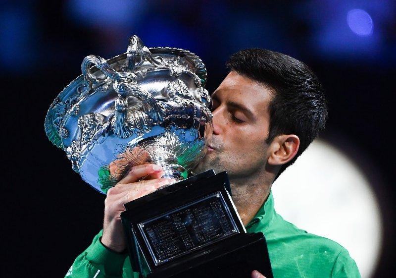 https: img.okezone.com content 2020 02 04 40 2163046 juara-australia-open-2020-djokovic-geser-nadal-di-peringkat-dunia-vi8u662lV5.jpg