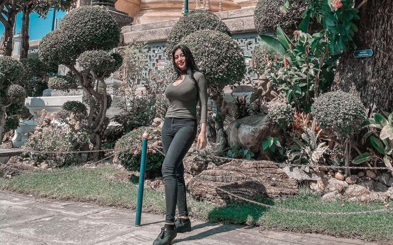 https: img.okezone.com content 2020 02 04 406 2163406 liburan-ke-royal-garden-palace-pamela-safitri-tampil-montok-OkXAww2hWK.jpg