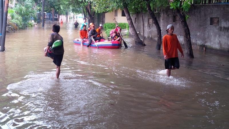 https: img.okezone.com content 2020 02 04 519 2163117 dua-desa-di-sidoarjo-terendam-banjir-usai-2-jam-diguyur-hujan-DDGwFI4Gzc.jpg