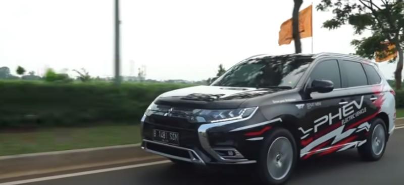 https: img.okezone.com content 2020 02 04 52 2163203 mengenal-jenis-kendaraan-plug-in-hybrid-electrical-vehicle-4utxGlje8T.jpg