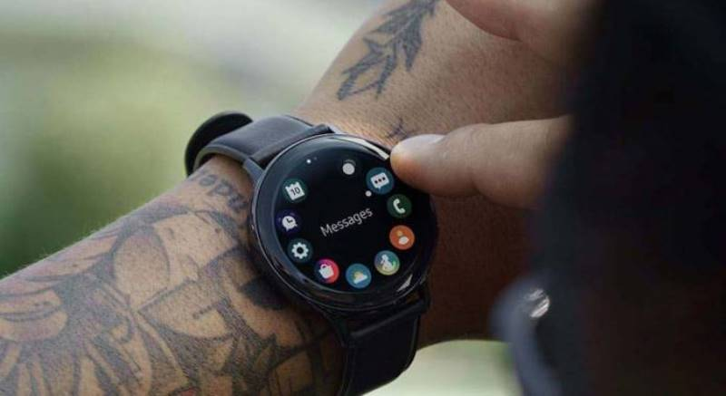 https: img.okezone.com content 2020 02 04 57 2163181 smartwatch-baru-samsung-bakal-punya-storage-8gb-WIUibsTiyw.jpeg
