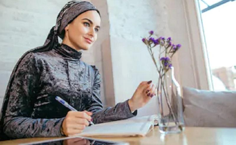 https: img.okezone.com content 2020 02 04 614 2163267 resep-menjadi-generasi-milenial-produktif-sesuai-ajaran-islam-BJ9f76NlcP.jpg